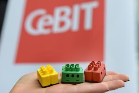 CeBIT Press Preview Hannover - Die intelligenten Lüsterklemmen sind die Basis der Smart Home-Technologie | Bildquelle digitalSTROM AG